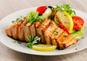 Grilled Salmon with fresh salad and lemon